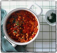 Chorizo, chickpea and tomato one-pot