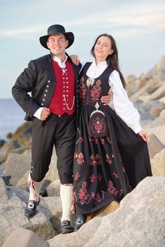 Norways national costume, for the people of Sunnmøre (In the west of Norway). Folklore, Norway, Costumes, People, Dresses, Fashion, Europe, Outfits, Dress Up Outfits