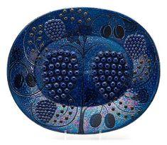 A Birger Kaipiainen stoneware dish, Arabia. Pottery Plates, Ceramic Plates, Mid Century Art, Mid Century Design, Ceramic Painting, Ceramic Artists, My Cup Of Tea, Contemporary Ceramics, Eclectic Decor