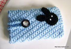 Crochet Phone Simple cell phone cozy Crochet Pattern « The Yarn Box Easy Crochet Projects, Crochet Crafts, Yarn Crafts, Crochet Bags, Crochet Ideas, Diy Projects, Crochet Phone Cozy, Crochet Phone Cases, Pochette Portable