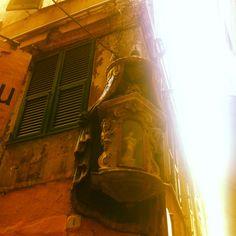 Edicola votiva a #genova sestiere della Maddalena