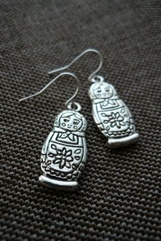 "russian nesting doll earrings...Bess LOVES ""prussian dolls"" :)"