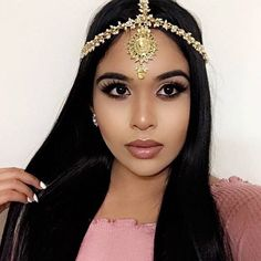 A Royal piece fit for a QUEEN A very detailed golden Matha Patti head piece with gold stones and tiny elegant Pearls Place in desired area of hair with 3 gold grip slides Head Jewelry, Bridal Jewelry, Gold Jewellery, Silver Jewelry, Loc Jewelry, Luxury Jewelry, Silver Ring, Jewelry Box, Jewelry Necklaces
