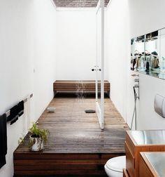 Clever shower door