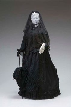An example of a Victorian mourning ensemble (first mourning), circa 1888