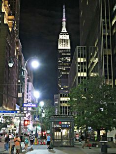 Empire State Building, New York City. World Cities, Best Cities, Awesome America, Staten Island New York, Places In New York, New York Life, Nyc, City Aesthetic, Famous Landmarks