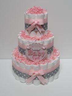 Imagen de http://www.beeshower.com/wp-content/uploads/2015/06/DIY-Pink-And-Grey-Diaper-Cakes-For-Baby-Showers.jpg.