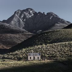 The 1956 meter tall Mannetjiesberg peak stands out as the highest in the Kammanassie Mountians. An abandoned farmhouse lies below fire damaged slopes on Lansberg Farm. View looking due north in the Little Karoo near the town of Uniondale. Escape Room, Restoration Services, Water Damage, Holiday Destinations, South Africa, Camper, Beautiful Places, Mountains, Landscape