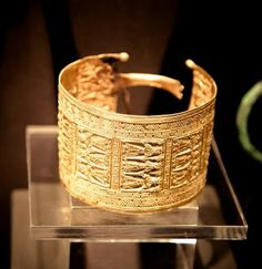 Exhibit from Princesses of the Mediterranean in the Dawn of History (Cycladic Art Museum ) Greece Art, Archaeological Finds, Ancient Civilizations, Ancient Greece, Art Museum, Photo Art, Princesses, Mugs, Tableware
