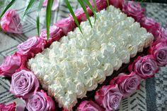 Dette må være den perfekte festkaken! - Saftig sjokoladekake med italiensk marengs og roser - Franciskas Vakre Verden