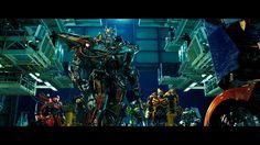 Base NEST. Sentinel Prime al frente, de fondo los autobots.
