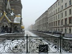 church of Our Saviour of the Spilled Blood and Griboyedov Canal in St. Petersburg, Russia. photo by bimbambuki