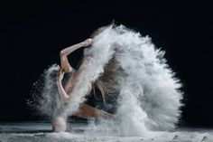 Russian photographer Alexander Yakovlev is passionate by dancers and makes appealing and majestic portraits.