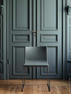 The 5 best interior designers in Berlin: think about renovating your home! It will be your ultimate tool for interior design. House Design, Door Design, Green Interiors, Interior, Home, Doors Interior, House Interior, Interior Design, Beautiful Living Rooms