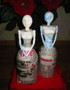 Папье-маше \ How to make doll \ Papier-mache - Papier maché, Plastic flessen en Papieren beelden Paper Mache Clay, Paper Mache Sculpture, Paper Mache Crafts, Sculpture Art, Diy Bottle, Wine Bottle Crafts, Bottle Art, Diy Papier, Bottle Painting