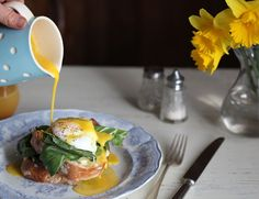 Swanky restaurant brunch made easy, and veg box-friendly. Below are some fine tips. Abel And Cole, Recipe Center, How To Cook Eggs, A Food, Make It Simple, Food Processor Recipes, Brunch, Vegetarian, Stuffed Peppers
