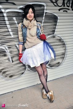120303-7332: Japanese street fashion in Harajuku, Tokyo (Vetica, GU, UNIQLO, Music Legs, New Balance)
