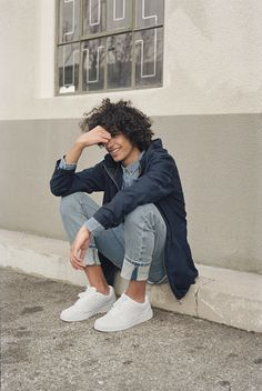 Discover the new Spring Summer 2020 collection for women and men at PULL&BEAR. Discover the latest trends in clothing, shoes and accessories. The Bright Sessions, Bear Men, Poses, Afro, Mens Fashion, Fashion Trends, Beautiful People, Curly Hair Styles, Menswear