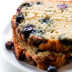 There's no individual muffins, so this blueberry muffin bread goes from the bowl to the oven in minutes. It's soft, moist, and loaded with blueberries! Blueberry Cookies, Blueberry Bread, Blueberry Recipes, Cranberry Bread, Banana Bread, Quick Bread Recipes, Muffin Recipes, Delicious Recipes, Sweet Recipes