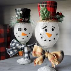 Make some adorable wine glass snowmen for winter decor in your home! It's a fun craft that kids and adults can do for Christmas time. Next time i'd probably put a string of fairy lights inside to ligh Christmas Crafts For Adults, Diy Christmas Ornaments, Christmas Projects, Holiday Crafts, Fun Crafts, Christmas Trees, Glitter Ornaments, Homemade Christmas, Holiday Decor