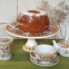 un aplauso! plato de torta, paleta de torta, taza-tetera, tazón con filtro...en diseño paiseley con aplicaciones de oro, son piezas realmente lindas.