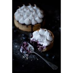 Blueberry meringue pie ❤ liked on Polyvore featuring food, backgrounds, photos, pics and sweets