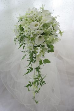 White Calla Lilies and White Dendrobium Orchids - beautiful cascade. Lily Bouquet Wedding, Cascading Wedding Bouquets, Cascade Bouquet, Spring Wedding Flowers, Bridal Flowers, Floral Bouquets, Floral Wedding, Calla Lily Flowers, Calla Lily Bouquet