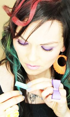 how to: hair chalking!  color your dark (or light) hair temporarily with chalk.  pretty cool!
