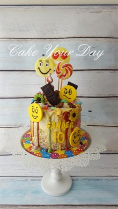 Emoji Cake with lots of sweets. - Cake by Cake Your Day (Susana van Welbergen)