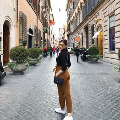 Alex Gonzaga Is Our Newest Travel Style Crush – Star Style PH – european travel outfit summer Japan Outfits, Rome Outfits, Fall Outfits, Spring Outfits Japan, Japan Ootd, Stylish Outfits, Japan Spring Outfit Travel, Paris Spring Outfit, Basic Outfits
