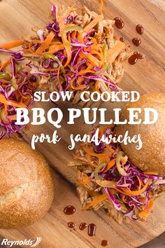 Whether it's for lunch or dinner, this slow cooker BBQ Pulled Pork Sandwich… Crock Pot Slow Cooker, Crock Pot Cooking, Slow Cooker Recipes, Crockpot Recipes, Cooking Recipes, Paninis, Sandwiches, Pork Sandwich, Good Food