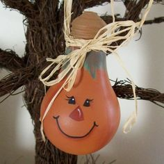 30 Cute Recycled DIY Christmas Crafts -smiling pumpkin light bulb
