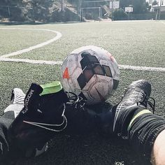 Mid-morning escape from the office Nike Football Boots, Soccer Boots, Soccer Cleats, Soccer Players, Nike Cleats, Football Football, Nike Soccer, Play Soccer, Soccer Ball