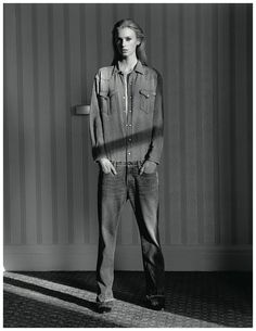 Fashion editor Jane How shows us the versatility of denim in her latest work for AnOther magazine. Photographed by Alasdair McLellan, the denim obsessed story… Moda Fashion, Denim Fashion, Fashion Outfits, Denim Editorial, Editorial Fashion, Christophe Jacrot, Denim Suit, Denim Playsuit, Anti Fashion