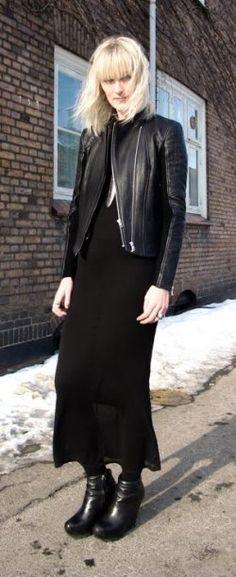 Há algum tempo estou com vontade de usar vestidos e máxi saias com jaquetinhas de couro e paletós despojados. A combinação fica chic e despretenciosa. Perfeito para usar nesse finalzinho de inverno! Hoje volto para São Paulo depois de uma temporada de 18 dias trabalhando fora e vou sair assim! Olha esses looks que lindos…