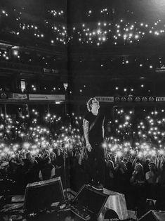 Unofficial Ed Sheeran : Photo Concert Ed Sheeran, Ed Sheeran Lyrics, Shawn Mendes, Ed Sheeran Multiply, People Fall In Love, Pretty People, Very Scary, Still In Love, Celebs