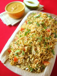 Maharashtra boasts of one of India's largest cities, Mumbai (fondly known as Bombay to most). Street food dominates the city as the hustle and bustle of the business districts keep the city in constant motion. Bhel Puri is a quick dish made of chick peas Indian Snacks, Indian Food Recipes, Vegetarian Recipes, Cooking Recipes, Dishes Recipes, Kitchen Recipes, Delicious Recipes, Cooking Tips, Cake Recipes