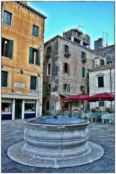 """If you wonder around Venice get ready to find on your way lots of these """"vere da pozzo"""" (well-heads), placed in the centre of many """"campi e campielli"""" (squares and little squares).  Now they may look just like a """"ornaments"""" but some of them are true a http://www.phongthuyvadoisong.com/  http://phongthuyvadoisong.com/471/San-Pham/da-topaz-vang-trang-do-xanh-duong.htm"""
