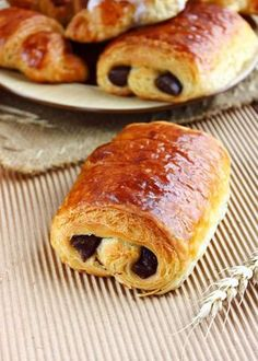 "Tried to order a pain au chocolat in Dunkin Donuts, was met with a blank stare. Later found out they call it a ""chocolate croissant"" Croissants, Chocolate Croissant, Chocolate Pastry, French Bakery, French Pastries, Pan Rapido, Delicious Desserts, Yummy Food, French Desserts"