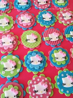 Set of Hello Kitty cupcake/cookie toppers by CakesbyAngela on Etsy Hello Kitty Fondant, Hello Kitty Cupcakes, Cat Cupcakes, Cupcake Cookies, Ladybug Cupcakes, Snowman Cupcakes, Cupcake Day, Cupcake In A Cup, Rose Cupcake