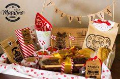 desayunos meriendas sorpresa regalos a domicilio set mediano Cake Packaging, Alien Design, Surprise Box, Wooden Gift Boxes, Mom Day, Food Gifts, Happy Mothers, Picnic, Gift Wrapping