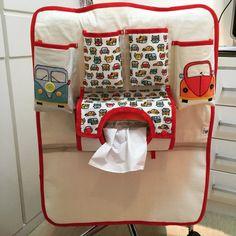 Porta treco organizador para carregar tudo do bebe ou da criança no carro! <br>Um dos compartimentos é forrado com material termico, para manter a agua ou suco geladinho! <br>Escolha a cor predominante e o motivo no ato da compra!