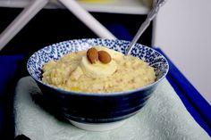 Haferflocken, Äpfel und Mandeln als schnelles, warmes und so leckeres Frühstück. Hier geht es zum Thermomix®-Rezept für unser fruchtiges Porridge