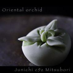 """一日一菓 「東洋蘭」 #煉切 製 #wagashi of the day""""Oriental orchid"""" wagashi del giorno…"""