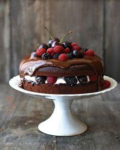 Black Forest Cake source More cake & cookies & baking inspiration! Cupcakes, Cupcake Cakes, Sweet Recipes, Cake Recipes, Dessert Recipes, Bolo Original, Black Forest Cake, Berry Cake, Pretty Cakes