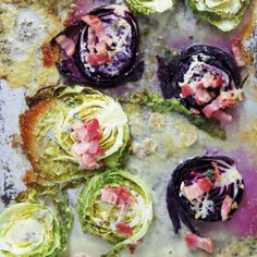 Roast cabbage with blue cheese and bacon Roasted Cabbage, Food Tasting, Vegetable Sides, Blue Cheese, Yummy Food, Delicious Recipes, Banting, Lchf, Tray Bakes