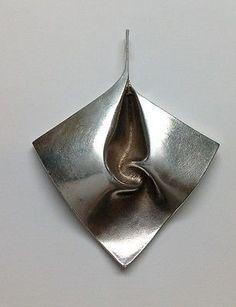 Matti Hyvärinen for Sirokoru (FI), sterling silver vintage modernist abstract pendant. #finland | finlandjewelry.com