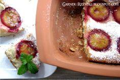 Garnek Rzymski 2,5l: Aromatyczne ciasto ze śliwkami