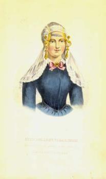 Litho voorstellende een redersvrouw in Vlaardingse dracht, portret ten halve lijve. Vooraanzicht, een vrouw gekleed in een blauw jak, met op het hoofd een zilveren oorijzer met gouden krullen en dito mutsenbelllen, daarboven een lange kanten kap, uithangend over de schouders. Litho afkomstig uit een bundel van litho's, uitgegeven door P.G. van Lom (ca. 1860-1870). #ZuidHolland #Vlaardingen
