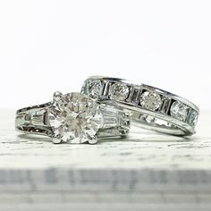 Round and baguette wedding set